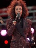Whitney Houston Performing at Wembley Stadium in Honour of Nelson Mandela's 70th Birthday, Jun 1988 Fotografisk tryk