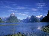 Milford Sound, Fjordland, South Island, New Zealand Fotografisk tryk af Jon Arnold