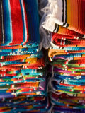 Blankets in Market, Local Craft, San Cristobal de Las Casas, Chiapas Province, Mexico Fotodruck von Peter Adams