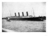 Lusitania Maiden Voyage Photograph - New York, NY Prints by  Lantern Press