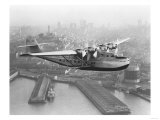 Pan American China Clipper and San Francisco Skyline Photograph No.1 - San Francisco, CA Kunstdrucke von  Lantern Press
