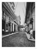 Street in Havana Cuba Photograph - Havana, Cuba Kunstdrucke