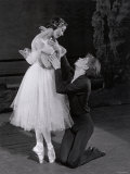 Rudolf Nureyev and Margot Fonteyn in Giselle, England Stampa fotografica di Anthony Crickmay