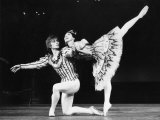 Margot Fonteyn and Rudolf Nureyev in Birthday Offering by the Royal Ballet at Royal Opera House Lámina fotográfica por Anthony Crickmay