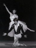 Rudolf Nureyev and Margot Fonteyn in Giselle, England Photographie par Anthony Crickmay