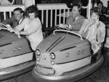 Racing Drivers Graham Hill and Jim Clark Enjoying a Dodgem Ride Reprodukcja zdjęcia
