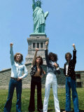 Slade in New York, Underneath the Statue of Liberty, June 1975 Fotografisk tryk
