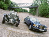 1991 Bentley Turbo R with 1930 Bentley 4.5 at Brooklands Reproduction photographique