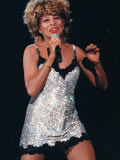 Tina Turner at the SECC Glasgow Wearing a Silver Mini Dress with Microphone in Hand Singing Fotografisk tryk