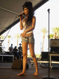 British Jazz Singer Amy Winehouse on Stage at Coachella Music Festival in California Lámina fotográfica