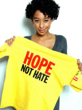Singer Corinne Bailey Rae with One of the Daily Mirror's Hope Not Hate T-Shirts Fotografisk tryk