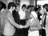 Mother Teresa Visiting Bishop Ullathorne School in Coventry Photographic Print
