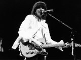 Singer Chrissie Hynde with the Pretenders Pop Group Playing Guitar in Concert at Wembley Arena Fotografisk tryk
