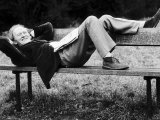Scottish Actor Gordon Jackson Relaxing on Park Bench 1975. on Hampstead Heath, London Photographie
