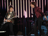 Mick Jagger and Ronie Wood of the Rolling Stones on Stage at the 2007 Isle of Wight Festival Fotografie-Druck