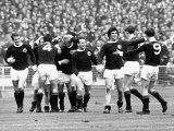 Scotland Football Team Celebrate Scoring Goal in Victory over England at Wembley Reproduction photographique