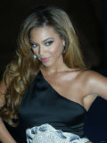Beyonce Arrives For the Fashion Show During London Fashion Week at Earls Court. September 2006 Reproduction photographique