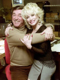 Radio Presenter Terry Wogan and American Country Singer Dolly Parton During Wogan's Radio Show Fotografisk tryk