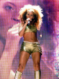 Destiny's Child Concert at Odyssey Arena, Beyonce Knowles on Stage Wearing Gold Hot Pants and Boots Fotografisk tryk