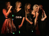 Mirror Competition to Meet Girls Aloud at the Harrods Christmas Launch. November 2006 Fotografisk tryk