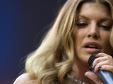 Fergie Performing at the Princess Diana Memorial Concert at Wembley Stadium Lámina fotográfica