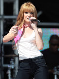 Nicola Roberts, Girls Aloud Performing at T4 Party on the Beach, Weston Supermare. 22 July 07 Fotografisk tryk