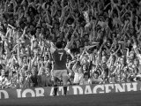 Arsenal V Leeds Liam Brady Celebrates His Goal with the Crowd, August 1978 Reproduction photographique