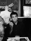 American Boxing Legend Muhammad Ali Before His Fight with Larry Holmes Lámina fotográfica
