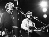 On Stage. Art Garfunkel and Paul Simon at Wembley. June 1982 Reproduction photographique