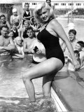 Holidaymakers take Pictures of Hollywood Superstar Jayne Mansfield Photographic Print
