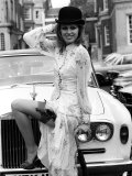 Joanna Lumley in Front of Silver Shadow Rolls Royce Motor Car Photographie
