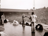 The Who in Concert - Roger Daltrey on Stage Singing at the Charlton Athletic Football Club Ground Lámina fotográfica