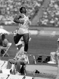 Olympische Spelen Los Angeles 1984: Daley Thompson bij het verspringen in de tienkampfinale Fotoprint
