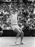 German Wonder Boy Boris Becker Raises Arms in Triumph After Winning the Wimbledon Crown Fotografisk trykk