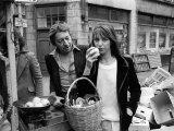 Jane Birkin and Serge Gainsbourg in London Shopping in Berwick Street Market Fotografie-Druck