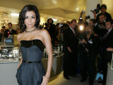 Eva Longoria at Harrods in Knightsbridge, London, Where She Opened the Winter Sales, December 2006 Fotodruck