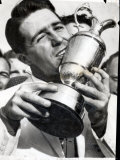 Golfer Gary Player Celebrates Winning the Open Golf Championship by Kissing Trophy Fotografisk tryk