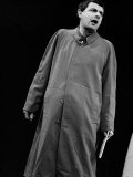 Rowan Atkinson During Royal Variety Show Rehearsals 1984 in Raincoat Photographie