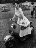 Gina Lollobrigida Actress on a Scooter - Fotografik Baskı