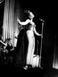 Cardiff&#39;s Shirley Bassey During Show at the Capitol Theatre on Stage with the John Barry Orchestra Fotografie-Druck