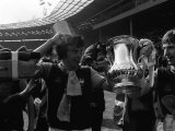 Trevor Brooking and Kevin Locke with the FA Cup After West Ham Had Beaten Fulham Fotografie-Druck