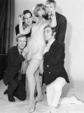 Comedy Actor John Cleese with Tim Brooke Taylor and Others in TV Comedy at Last the 1948 Show Fotografiskt tryck