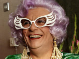 Barry Humphries Actor Comedian and Female Impersinator as Dame Edna Everage Lmina fotogrfica