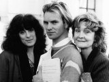 Actress Eleanor Bron with Sting and Sheila Hancock. November 1984 Fotografisk tryk