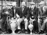 Former Manager of Liverpool Bob Paisley with European Cup and Football League Championship Trophy Reproduction photographique