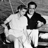 Humphrey Bogart and Wife Lauren Bacall on Boat, 1951 Lámina fotográfica