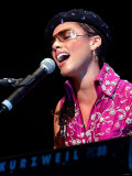 Alicia Keys on Stage at Clyde Auditorium Glasgow October 2002 Fotografisk tryk