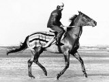 Red Rum Pictured During His Training Gallop on Southport Beach Lámina fotográfica