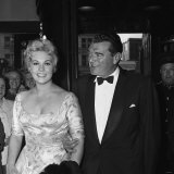Jack Hawkins and Kim Novak at the Premiere of the Film the Life Story of Eddie Duchin Photographie