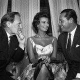 Actress Sophia Loren with Trevor Howard and William Holden, October 1957 Photographie